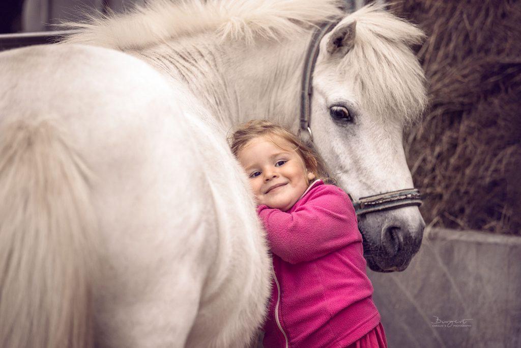Mädchen mit ihrem Pony